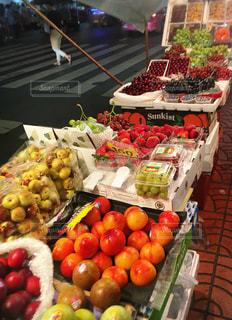 屋台,いちご,フルーツ,果物,マーケット,夜市,桃,ぶどう,秋の味覚,食欲の秋,果物いっぱい