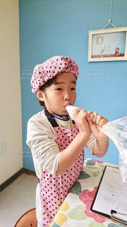 ケーキ,女の子,クリーム,ホイップ,食欲,食欲の秋,つまみ食い,ケーキ作り