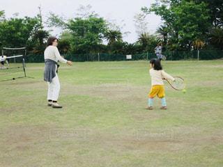 女性,スポーツ,芝生,親子,子供,幼児,テニス