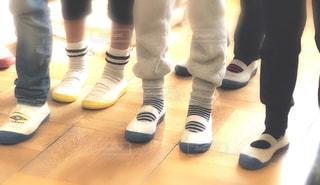 床に靴のグループの写真・画像素材[1804963]
