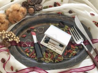 皿の上の秋色コスメの写真・画像素材[2385949]