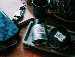 コーヒー,ヘアスタイル,本,腕時計,スマホ,古書,シンプル,スマートフォン,洋書,アイアン,モルタル,メンズヘア,ビンテージ感,ギャツビー,インサイドロック