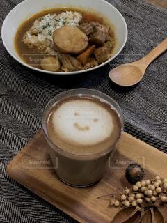 食べ物,カフェ,コーヒー,朝食,テーブル,スプーン,皿,リラックス,食器,カップ,おうちカフェ,ドリンク,おうち,ライフスタイル,カフェイン,コーヒー カップ,おうち時間,受け皿