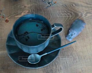 カフェ,コーヒー,スプーン,皿,リラックス,マグカップ,食器,カップ,紅茶,おうちカフェ,ドリンク,おうち,ライフスタイル,調理器具,ボウル,食器類,コーヒー カップ,おうち時間,受け皿