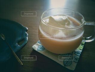 食べ物,カフェ,屋内,ジュース,テーブル,リラックス,カップ,カクテル,おうちカフェ,ドリンク,おうち,ライフスタイル,グリーンスムージー,酪農,ソフトド リンク,おうち時間,ノンアルコール飲料