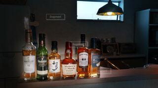 インテリア,屋内,部屋,室内,壁,ワイン,ボトル,ウイスキー,ドリンク,アルコール,カウンター,サントリー,ハーフボトル