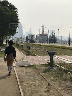 歩く,線路,背中,道,台湾,青春,スタンドバイミー,希望,高雄
