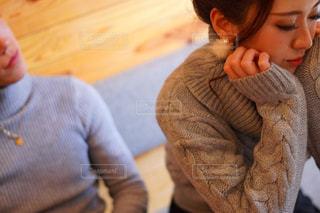 身勝手な彼に振り回される悲しみの中の彼女の写真・画像素材[1818604]