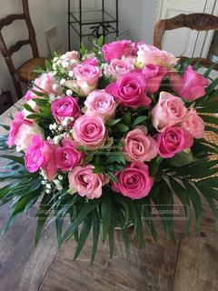 ピンクの花の花束の写真・画像素材[1485477]