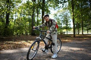 サイクリングする男の子の写真・画像素材[1506772]