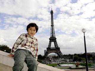 風景,空,公園,秋,屋外,雲,子供,エッフェル塔,少年,男の子,秋空,パリの空の下,シャイヨ宮