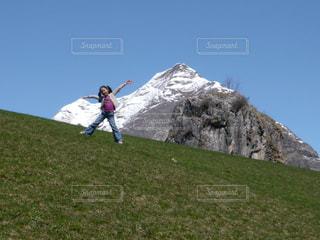 自然,空,屋外,山,景色,女の子,少女,草,山脈,山ガール,ピレネー山脈,ヤッホー