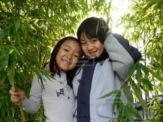 竹をバックに「ハイポーズ!」の写真・画像素材[1620130]