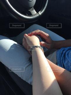 車に座る人の写真・画像素材[1597217]