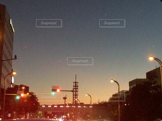 自然,風景,空,秋,夕焼け,街,信号,街灯,日暮れ