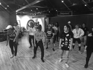 女性,海外,モノクロ,運動,若者,仲間,トレーニング,ダンサー,HIPHOP,汗,Health,指導,dance,fun,インストラクター,Workshop,crew,choreographer