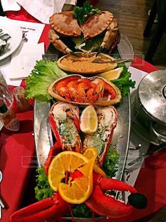 テーブルの上に食べ物のボウルの写真・画像素材[1508408]