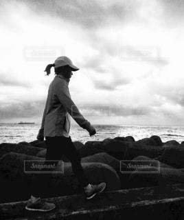 ビーチにてウォーキングの写真・画像素材[1506662]