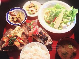 秋,食事,ランチ,サラダ,日本,レストラン,焼き魚,ご飯,和食,日本食,美味しい,食,煮物,お味噌汁,食欲の秋,健康食