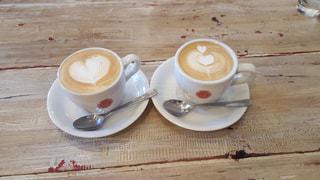 カフェ,コーヒー,テーブル,カップ,カフェラテ,ラテアート,休日,ドリンク,ブラック,ペストリー,ホットラテ