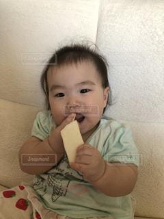 赤ちゃん,食べる,美味しい,喜び,オヤツ,至福の時,食欲の秋