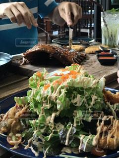 食べ物,ランチ,サラダ,肉,料理,タイ,おいしい,白身魚,スペアリブ,マヨネーズ,フリッター,チェンライ