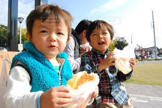 公園でパンをいただきま〜すの写真・画像素材[1646961]