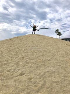 子ども,砂浜,未来,夢,ポジティブ,喜び,テンション,砂山