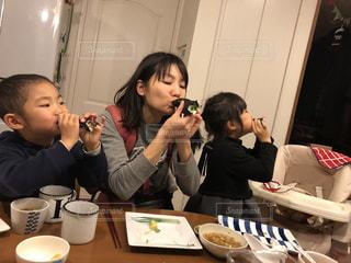 巻き寿司の丸かじりの写真・画像素材[1770853]