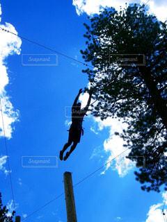 スポーツ,青空,ジャンプ,大空,影,運動,アスレチック,シャドウ,ポストカード風,飛躍,イメージ素材