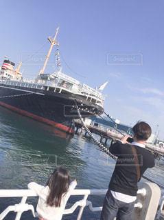 水のボートの人々 のグループの写真・画像素材[1609011]