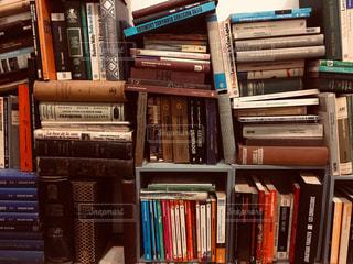 たくさんの本の写真・画像素材[1594847]