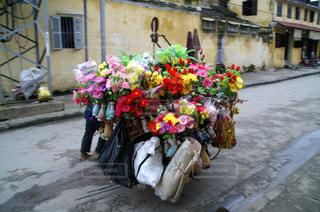 ベトナムの花売りの写真・画像素材[2342962]
