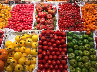 カラフルなトマトの写真・画像素材[2343156]