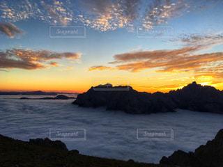 雲海と夕焼け空の写真・画像素材[2415449]