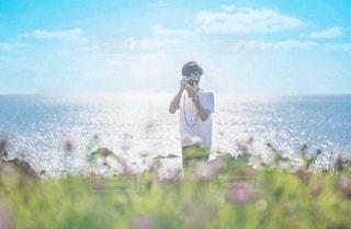 ビーチに立っている人の写真・画像素材[1713987]