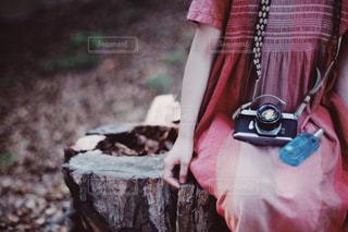 ピンクのドレスを着た人の写真・画像素材[2093258]
