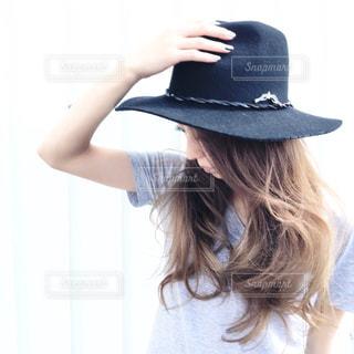 帽子をかぶっている人の写真・画像素材[1503985]
