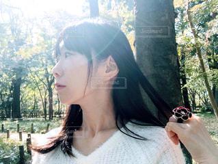 女性の横顔、ポートレートの写真・画像素材[1585512]