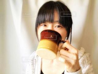 飲み物を飲む女性の写真・画像素材[2088655]