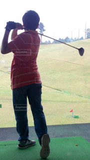 ゴルフのクラブを振る中学生の写真・画像素材[1534743]