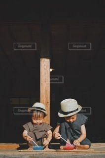 真剣な2人の写真・画像素材[3581949]