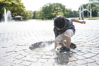 噴水に負けない!!の写真・画像素材[4423253]