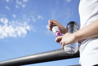 風景,空,秋,橋,屋外,散歩,人物,外,人,ボトル,Snapmart,鉄分,ミネラル,健康管理,ソフトド リンク,PR,ミネラル補給,ベースミネラル