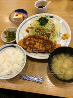 味噌汁,ご飯,定食,昼ごはん,とんかつ,とんかつ定食,昼メシ
