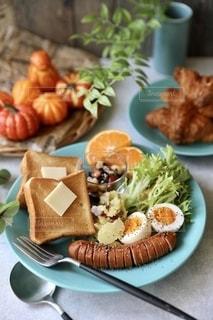 食べ物,朝食,ランチ,パン,テーブル,ワンプレート,サラダ,みかん,ソーセージ,ブランチ,アンバサダー,パンランチ,トレイ,パンプレート,ジョンソンヴィル