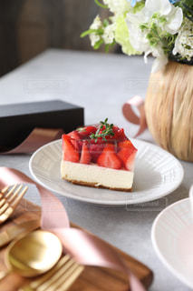 いちごのレアチーズケーキの写真・画像素材[3196209]