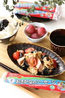 ソーセージと卵とトマトの中華炒めの写真・画像素材[3752660]
