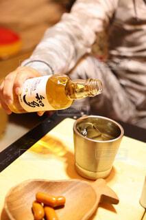 食べ物,アウトドア,コーヒー,屋内,ワイン,ボトル,ビール,キャンプ,ドリンク,サントリー,晩酌,知多,キャンプ飯,ウィスキー,アルコール飲料,ちょっとしたご褒美,ウィスキーがお好きでしょ,ハーフボトル,サントリーウィスキー知多