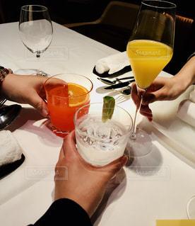ディナー,お酒,屋内,女子,おいしい,乾杯,友達,食